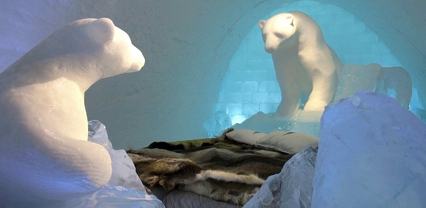 Ice hotel Polar bear sculpture bed