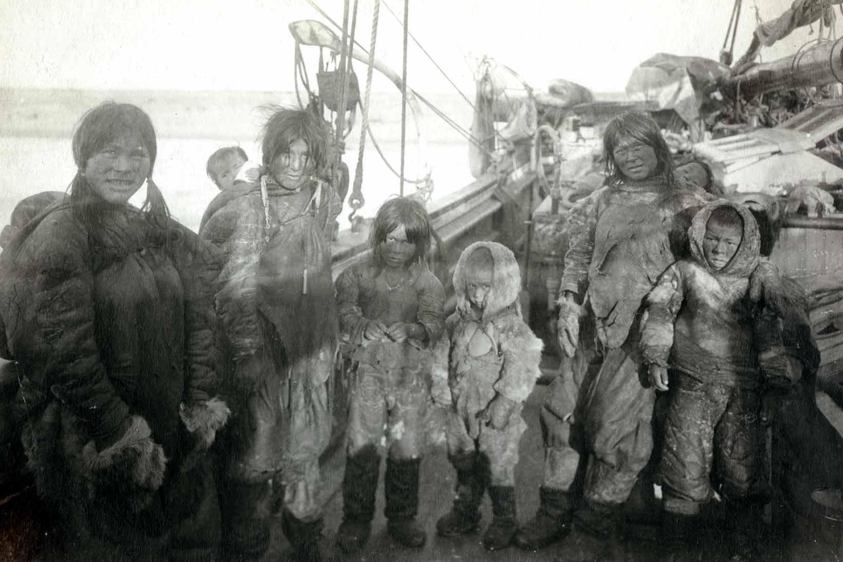 Ogluli and family aboard the Gjoa