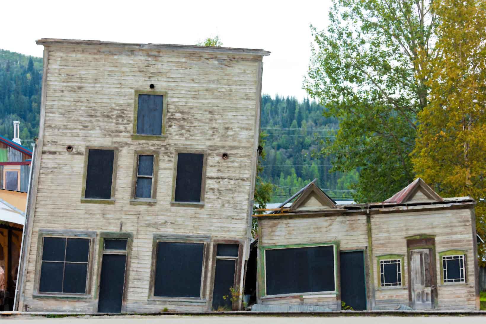 Slanting buildings on permafrost